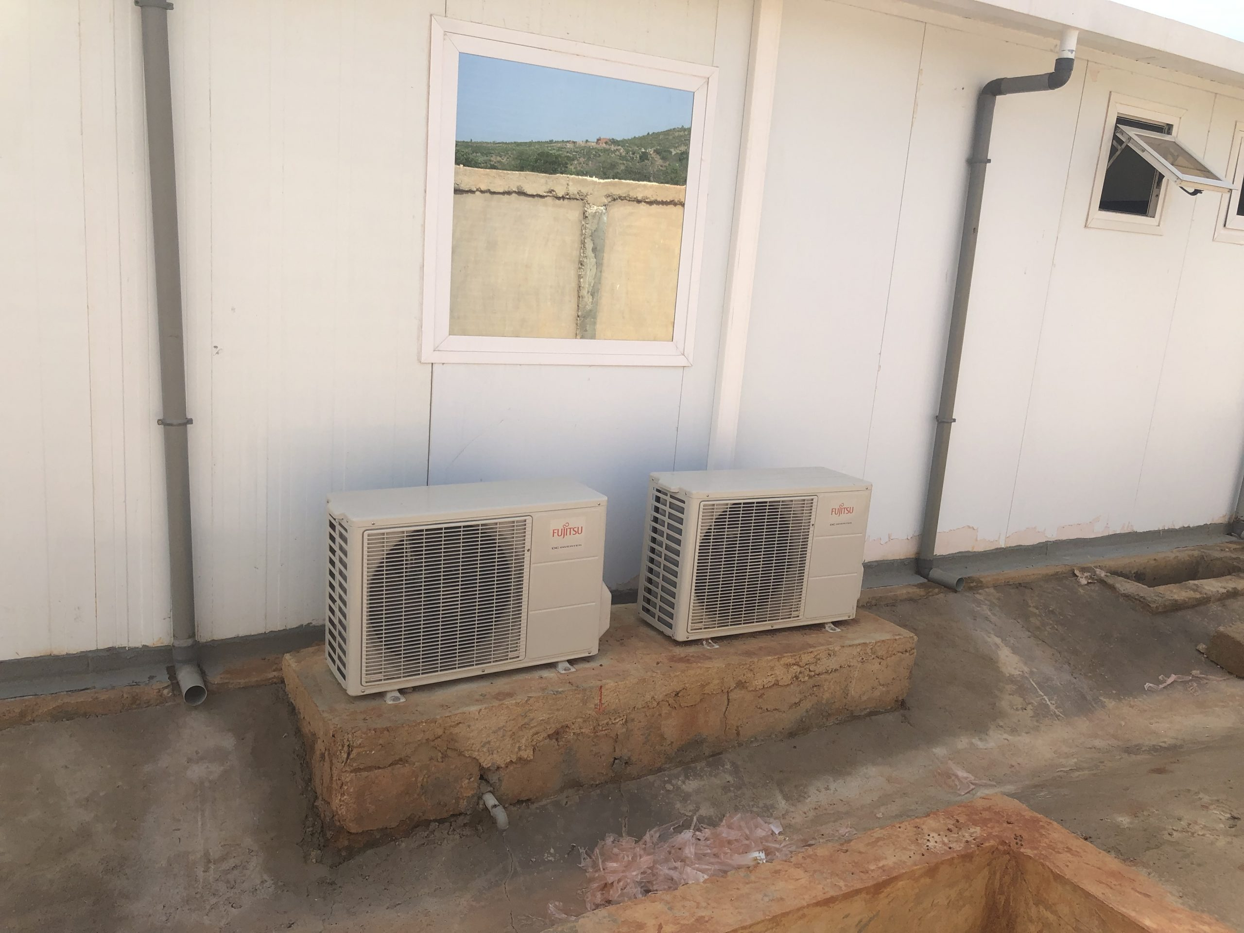 Pose de Plomberie et Climatiseur sur les CTE Covid-19 Abomey-Calavi
