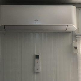 Travaux de pose climatiseur sur les CTE Covid-19 à Abomey-Calavi